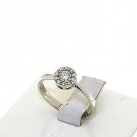 <B>Anello</B> in <b>oro bianco</b> 18 karati con <b>diamante solitario</b> centrale e contorno a fiore punti di carato 30 complessivi, <b>colore</b> G, <b>purezza</b> SI. Montatura a fiore, con gambo piatto e massiccio, larghezza castone 7 mm<BR>Da <b>Reggio Emilia</b> la tua gioielleria a portata di click