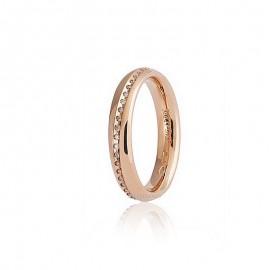 Dalla linea 9.0 di <B>Unoaerre</B> Infinito una fede comoda con interno arrotondato in oro 750 18 karati rosa, 45/50 diamanti incastonati per un totale di carati 0,15/0,17, grammi 5,85/6,60 circa, altezza 4mm.<BR>I pesi e le carature sono solamente indicativi e possono subire variazioni a seconda della misura dell'anello. Contattaci per un preventivo personalizzato<BR>Da <b>Reggio Emilia</b> la tua gioielleria a portata di click