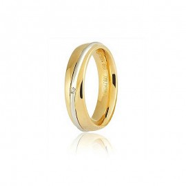 Dalla linea 9.0 di <B>Unoaerre</B> Saturno una fede comoda per consacrare un un legame eterno, adatte per ricorrenze come 25 e 50 anniversario, nozze d'argento e nozze d'oro. Le fedi sono con interno arrotondato in oro 750 18 karati bianco e giallo, grammi 7,25/8,50 circa,  1 diamante incastonato per un totale di carati 0,01, altezza 5mm.<BR>I pesi e le carature sono solamente indicativi e possono subire variazioni a seconda della misura dell'anello. Contattaci per un preventivo personalizzato<BR>Da <b>Reggio Emilia</b> la tua gioielleria a portata di click