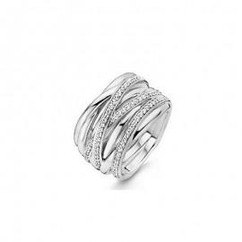 <b>Ti Sento Milano</b> presenta un <b>anello</b> a fascia composto da vari fili d'argento intrecciati. L'anello è caratterizzato da tre fili dove sono incastonati degli splendidi <b>zirconi</b> ed ha una larghezza di 15mm. L'<b>argento 925</b> antiallergico ed antiossidante, le curate finiture e la tripla lucidatura, che il marchio riserva a tutti i suoi splendidi gioielli, rendono ogni articolo una vera e propria creazione di alta <b>gioielleria</b> a <b>prezzi</b> accessibili per tutti.<br>Da <b>Reggio Emilia</b> la tua gioielleria a portata di click.
