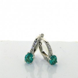 <b>Orecchini a boccola con smeraldi e diamanti</b> INCASSATURA A QUATTRO GRIFFE, REALIZZATO IN <b>ORO</b> BIANCO 18 karati, <b>DIAMANTI</b> punti di carato 6 COLORE G PUREZZA vs, <b>smeraldi</b> punti di carato 67, dimensioni 4x12mm<br>Da <b>Reggio Emilia</b> la tua gioielleria a portata di click